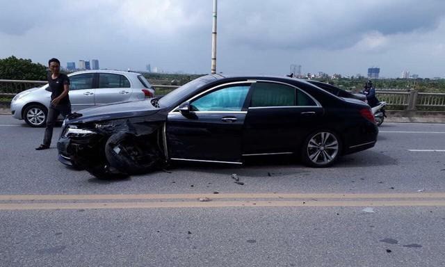 Xe sang bạc tỷ Mercedes-Benz S500 văng nguyên trục bánh sau cú va chạm mạnh với chiếc Corolla Altis ngược chiều - Ảnh 3.