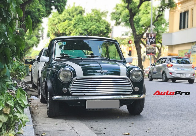 Mini cổ của Mr.Bean xuất hiện trên đường phố Việt - Ảnh 1.