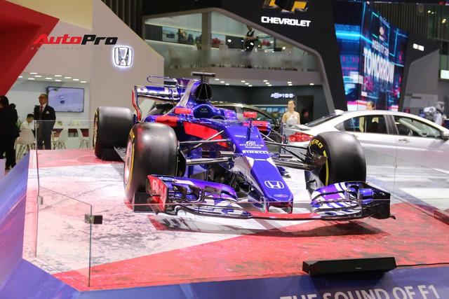 Chi tiết xe đua công thức 1 của đội đua Red Bull Toro Rosso Honda tại triển lãm VMS 2018 - Ảnh 5.
