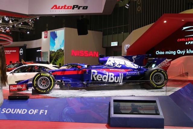 Chi tiết xe đua công thức 1 của đội đua Red Bull Toro Rosso Honda tại triển lãm VMS 2018 - Ảnh 1.