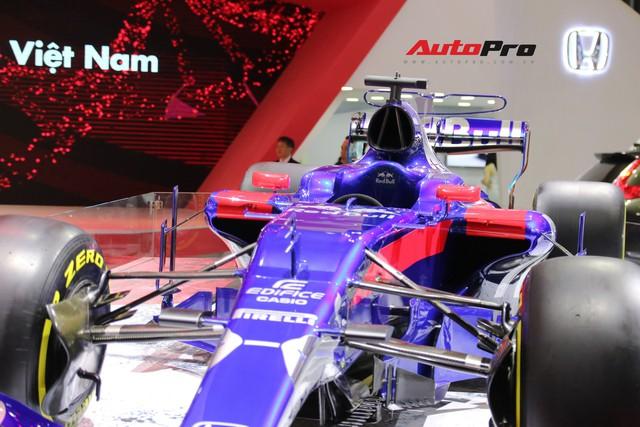 Chi tiết xe đua công thức 1 của đội đua Red Bull Toro Rosso Honda tại triển lãm VMS 2018 - Ảnh 4.