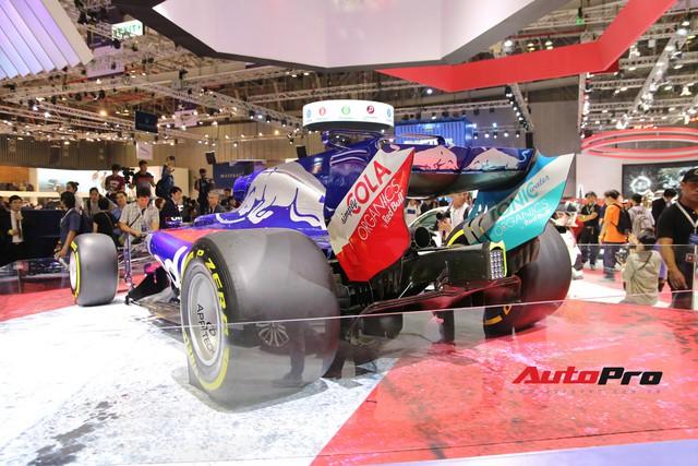 Chi tiết xe đua công thức 1 của đội đua Red Bull Toro Rosso Honda tại triển lãm VMS 2018 - Ảnh 2.