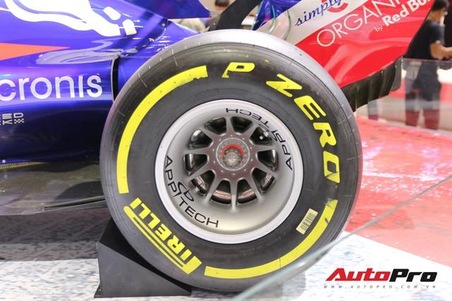 Chi tiết xe đua công thức 1 của đội đua Red Bull Toro Rosso Honda tại triển lãm VMS 2018 - Ảnh 6.