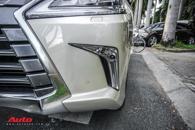Lexus LX570 màu lạ của đại gia Sài Gòn mang biển số ngũ quý 9 - Ảnh 13.