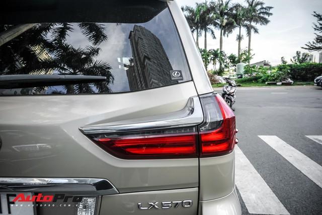 Lexus LX570 màu lạ của đại gia Sài Gòn mang biển số ngũ quý 9 - Ảnh 8.
