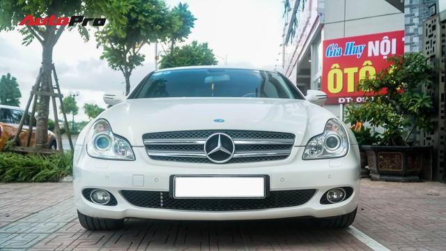 Mercedes-Benz CLS 300 cũ bán lại hơn 800 triệu đồng - Khi dân chơi có giá dân thường - Ảnh 1.