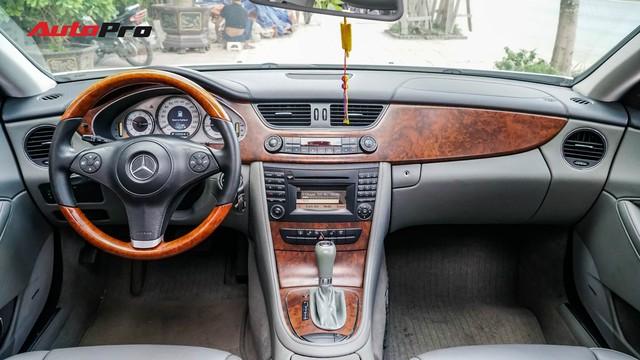 Mercedes-Benz CLS 300 cũ bán lại hơn 800 triệu đồng - Khi dân chơi có giá dân thường - Ảnh 8.