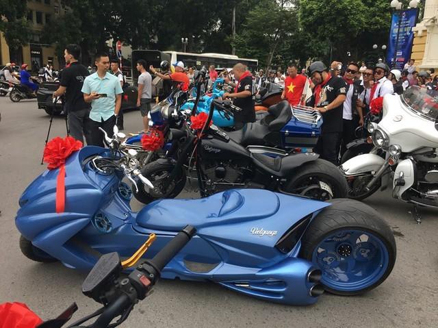 Dân chơi khét tiếng Việt Nam tổ chức đám cưới quy tụ toàn xe khủng - Ảnh 7.
