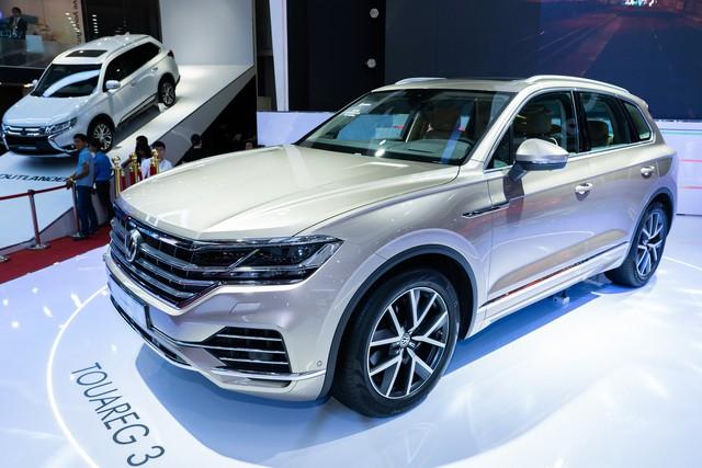 Không có xe giá rẻ, xe mới tiền tỷ đến cả chục tỷ đồng áp đảo thị trường ô tô Việt Nam cuối năm - Ảnh 9.
