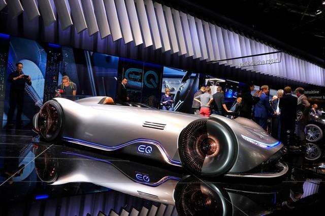 Mercedes Vision EQ Silver Arrow - Mũi tên bạc nước Đức sở hữu la-zăng 168 chấu kì dị nhất thế giới - Ảnh 1.