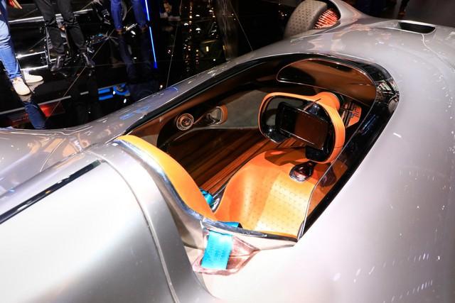 Mercedes Vision EQ Silver Arrow - Mũi tên bạc nước Đức sở hữu la-zăng 168 chấu kì dị nhất thế giới - Ảnh 4.