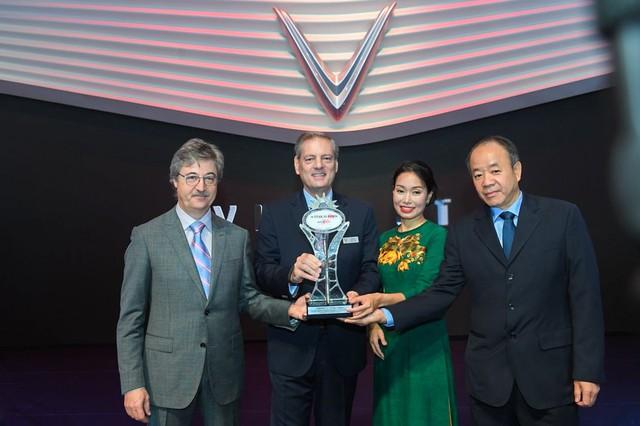 """VinFast được vinh danh giải thưởng """"Ngôi sao mới"""" tại Paris Motor Show. - Ảnh 1."""