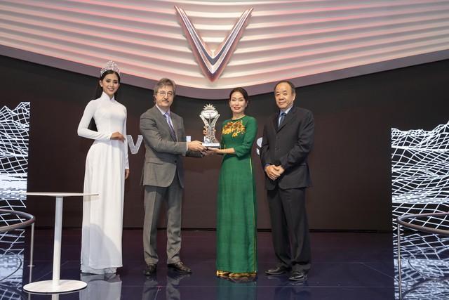 """VinFast được vinh danh giải thưởng """"Ngôi sao mới"""" tại Paris Motor Show. - Ảnh 3."""