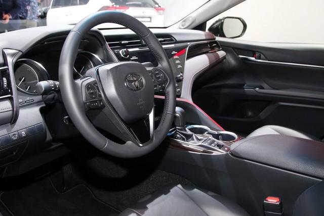 Toyota Camry đánh dấu sự trở lại Tây Âu ngoạn mục bằng phiên bản Hybrid tại cùng triển lãm với VinFast - Ảnh 3.