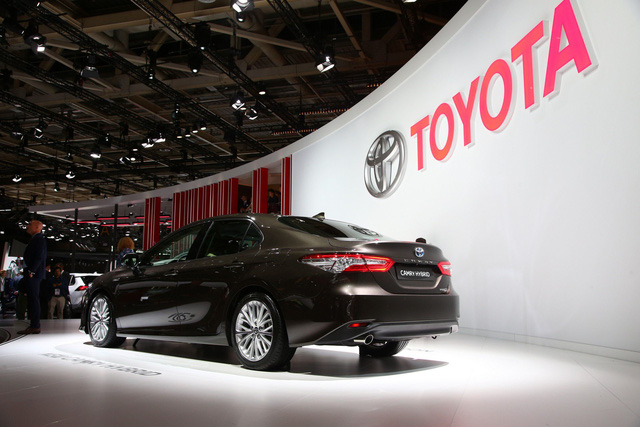 Toyota Camry đánh dấu sự trở lại Tây Âu ngoạn mục bằng phiên bản Hybrid tại cùng triển lãm với VinFast - Ảnh 2.