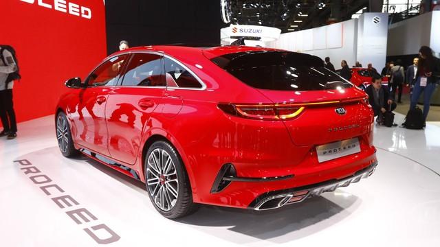 Kia ProCeed xuất hiện tại Paris, lập tức gây chú ý bởi thiết kế như tiểu Porsche Panamera - Ảnh 4.