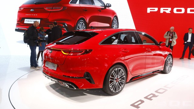 Kia ProCeed xuất hiện tại Paris, lập tức gây chú ý bởi thiết kế như tiểu Porsche Panamera - Ảnh 3.