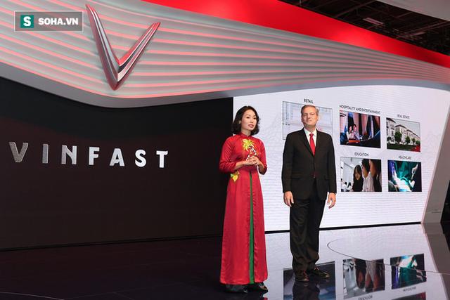 [Chùm ảnh] Nữ Chủ tịch VinFast duyên dáng bên mẫu xe hơi vừa ra mắt - Ảnh 3.