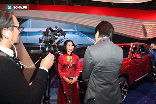 [Chùm ảnh] Nữ Chủ tịch VinFast duyên dáng bên mẫu xe hơi vừa ra mắt - Ảnh 9.