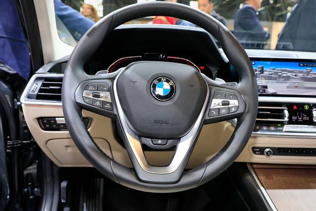 Mải mê VinFast nhưng đừng quên BMW 3-Series 2019 cũng ra mắt cách đó không xa - Ảnh 5.