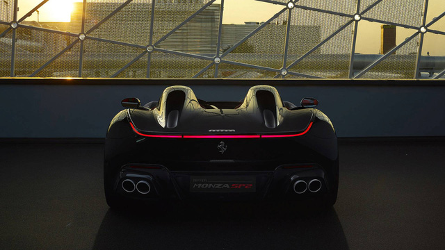 Ferrari Monza SP1 và SP2 - Hai siêu xe mui trần có thiết kế lạ lẫm ở Paris - Ảnh 4.