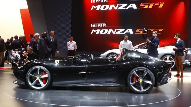 Ferrari Monza SP1 và SP2 - Hai siêu xe mui trần có thiết kế lạ lẫm ở Paris - Ảnh 2.