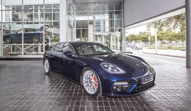 Chiếc Porsche Panamera hàng độc với gói tùy chọn trị giá cả tỷ đồng lăn bánh trên phố Hà Nội - Ảnh 1.