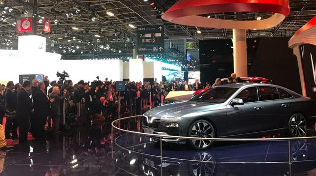 VinFast thu hút nhiều khách tham quan sau 2 ngày ra mắt tại Paris Motor Show
