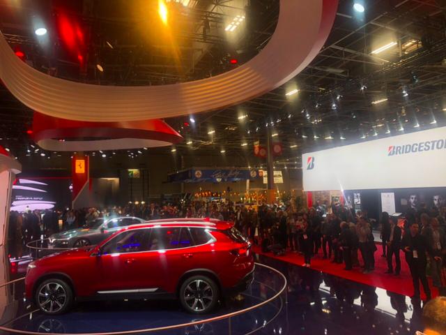 VinFast thu hút nhiều khách tham quan sau 2 ngày ra mắt tại Paris Motor Show - Ảnh 2.