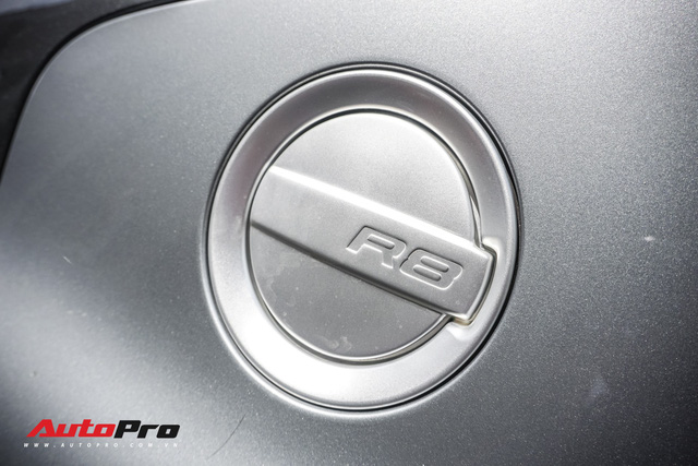 Audi R8 V10 số sàn - Siêu xe độc nhất Việt Nam và khó có chiếc thứ 2 - Ảnh 11.