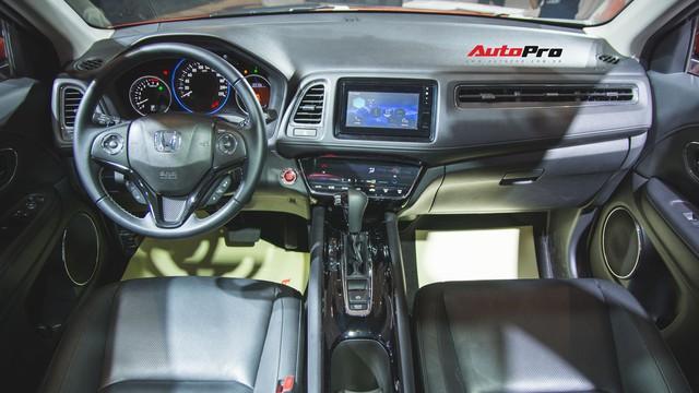 Honda HR-V đồng loạt đổ về đại lý, không kèm lạc mà còn được tặng thêm đồ chơi - Ảnh 2.