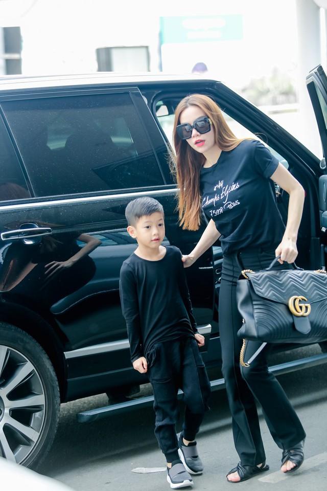 """""""Rich kid"""" chính hiệu của Vbiz : Sống trong biệt thự triệu đô, được tặng xe hơi mừng sinh nhật - Ảnh 16."""