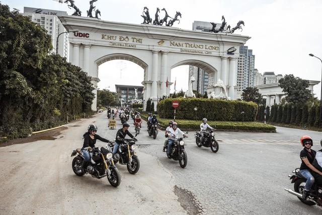 500 quý ông, quý bà biker cùng 400 mô tô khuấy động Hà Nội - Ảnh 4.