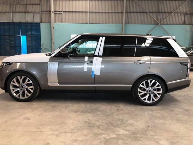 Range Rover Autobiography LWB 2018 chính hãng đầu tiên về Việt Nam, giá dự kiến hơn 11 tỷ đồng - Ảnh 2.