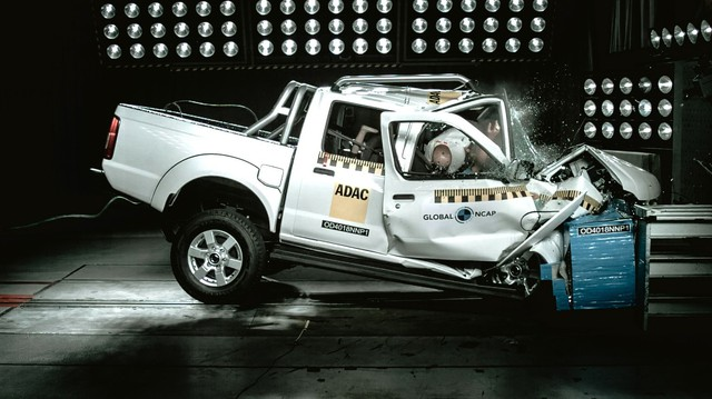 Tiền thân của bán tải Nissan Navara vừa nhận 0 điểm an toàn