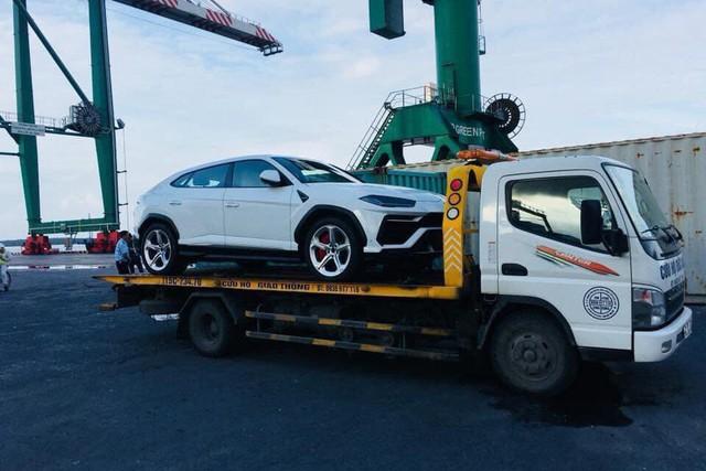 Siêu SUV Lamborghini Urus đầu tiên đặt chân tới TP. HCM - Ảnh 4.
