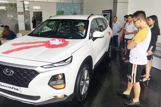 Nhiều xe mới nhưng... ít lựa chọn - Oái oăm mua xe chơi Tết của khách Việt - Ảnh 3.