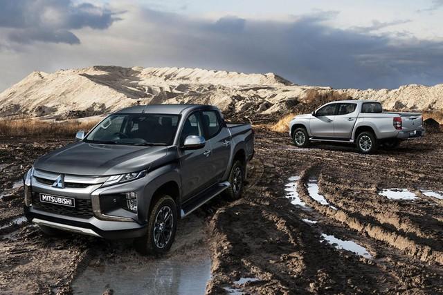 Mitsubishi sẽ sản xuất cả Nissan Navara mới? - Ảnh 1.