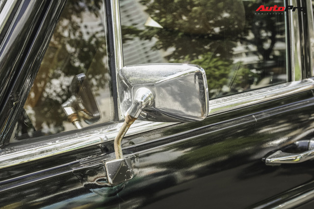 Mercedes-Benz 220 - Hàng hiếm hơn 40 năm tuổi của dân chơi Sài Gòn - Ảnh 4.