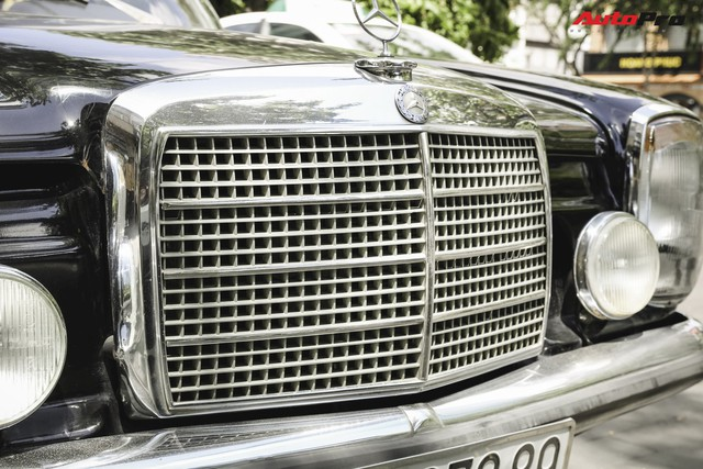 Mercedes-Benz 220 - Hàng hiếm hơn 40 năm tuổi của dân chơi Sài Gòn - Ảnh 3.