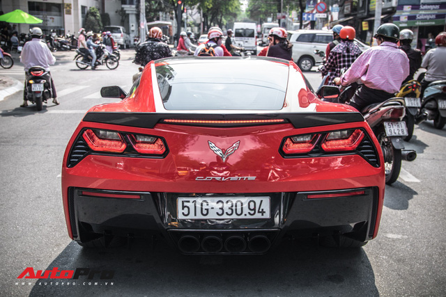 Chevrolet Corvette C7 Stingray màu đỏ rực trên phố Sài Gòn - Ảnh 1.