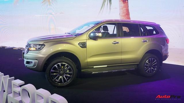 Đại lý tiết lộ giá Ford Everest 2018 tiêu chuẩn từ 999 triệu đồng, bán ra tháng 12 - Ảnh 3.