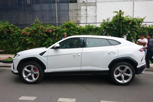 Siêu SUV Lamborghini Urus đầu tiên đặt chân tới TP. HCM - Ảnh 1.