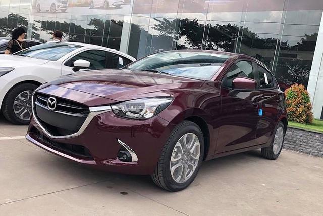 Mazda2 'dọn kho' giảm giá kỷ lục 55 triệu đồng, rẻ ngang Toyota Vios - Ảnh 1.