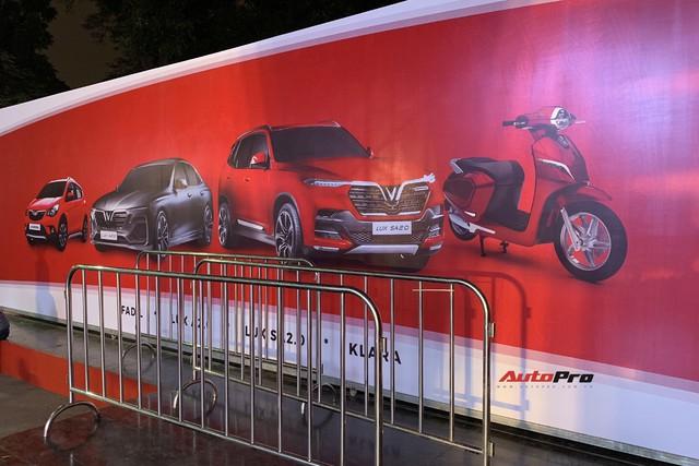 Dàn ô tô VinFast có mặt tại công viên Thống Nhất, sẵn sàng cho sự kiện ra mắt - Ảnh 2.