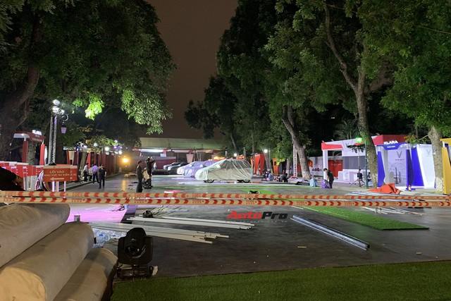 Dàn ô tô VinFast có mặt tại công viên Thống Nhất, sẵn sàng cho sự kiện ra mắt - Ảnh 4.