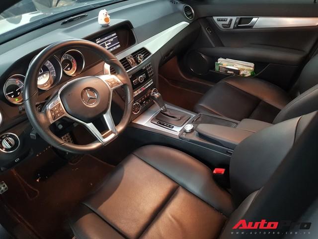 Mới chạy hơn 9.000 km, Mercedes-Benz C300 AMG 2011 đã rẻ như Toyota Altis - Ảnh 3.