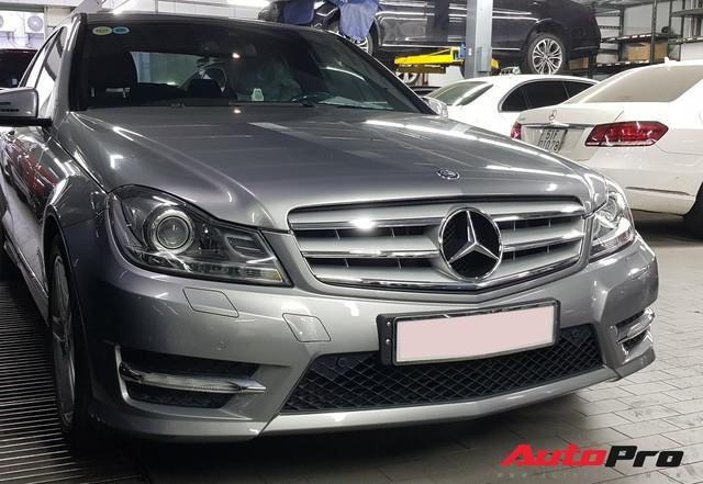 Mới chạy hơn 9.000 km, Mercedes-Benz C300 AMG 2011 đã rẻ như Toyota Altis - Ảnh 5.