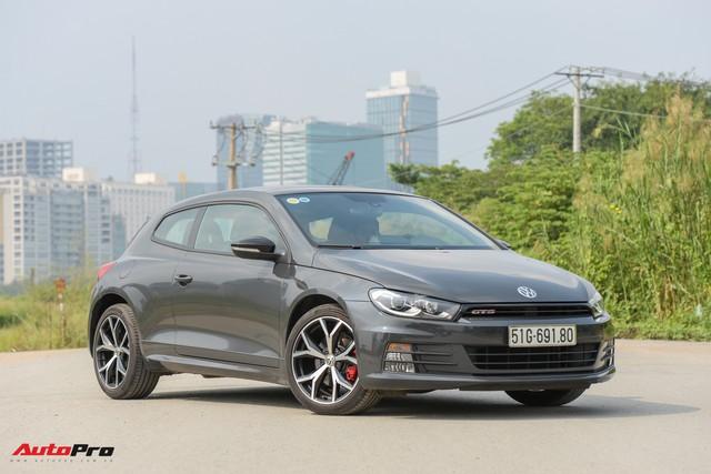 Cạnh tranh Toyota Camry và Mazda6, Volkswagen Passat giảm giá 40 triệu đồng tại Việt Nam - Ảnh 2.