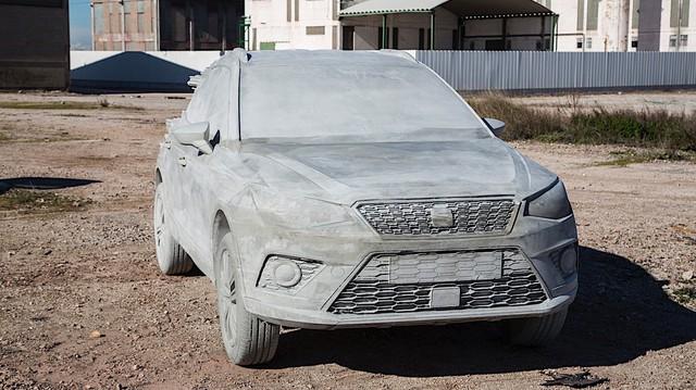 Bất ngờ với chiếc SUV được chế tạo vô cùng kỳ công: 15 tấn xi măng, một năm trời ròng rã